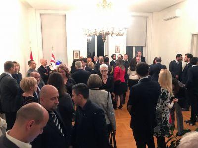 'International support needed' to solve impasse 4