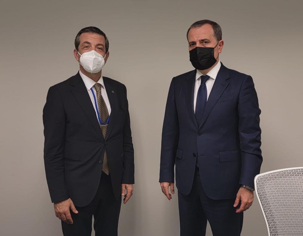 Dışişleri Bakanı Ertuğruloğlu mevkidaşı Bayramov ile görüştü